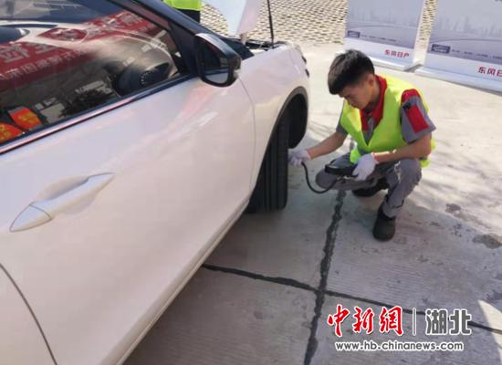 襄阳高警:车辆免费检测助力高速安全畅通