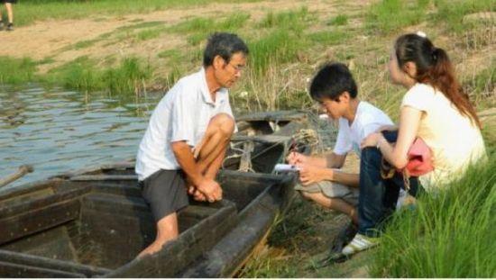 """""""蓝色精灵""""江豚保护专业志愿者团队志愿者走访江豚生存状况"""