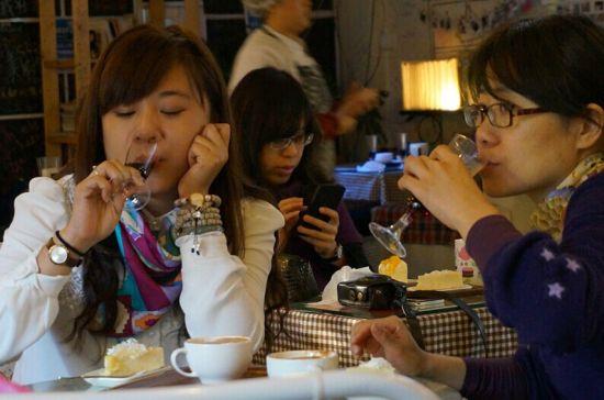 湖北新闻网 BLUECORE蓝莓酒蜜悦活动第一站