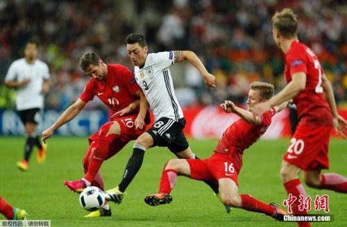 德国与波兰同时进入8强,后者下轮对阵葡萄牙,仍有机会续写黑马传奇