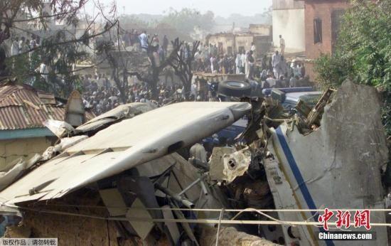 当地时间2002年5月4日,尼日利亚北部城市卡诺,148名乘客因飞机失事遇难,其中包括尼日利亚体育部长沙亚-阿库,此人全权负责尼日利亚的世界杯备战工作,这严重影响了尼日利亚国家足球队的备战。