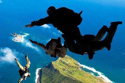 资料图片:美国海军海豹部队训练图。(图片来源:韩联社)