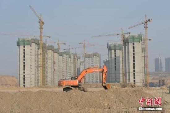 资料图:山西太原东中环一处房地产项目。 中新社记者 韦亮 摄