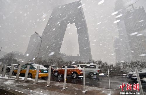 资料图:2017年2月21日,北京多个地区迎来降雪天气。图为雪中的央视大楼。中新网记者 金硕 摄