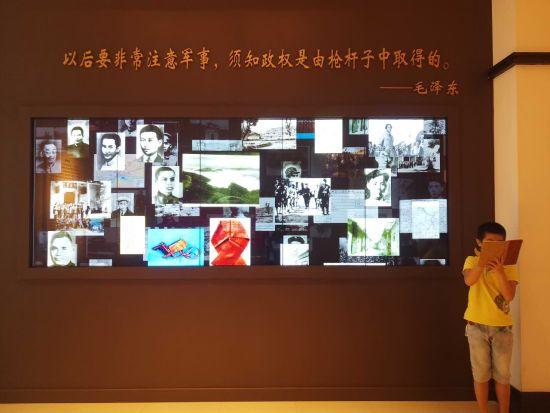 武汉市民参观八七会议会址 重温历史接受教育