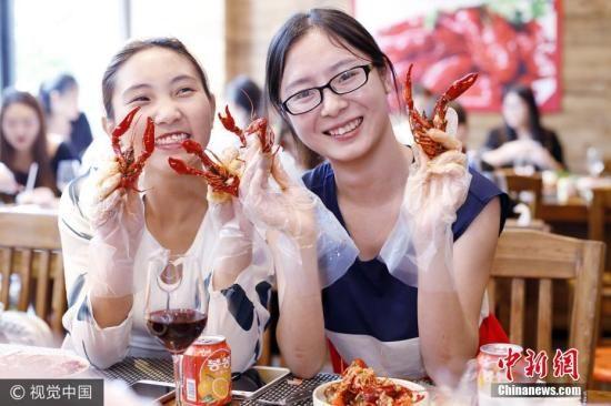 资料图:小龙虾已经成为中国著名流行美食。图片来源:视觉中国