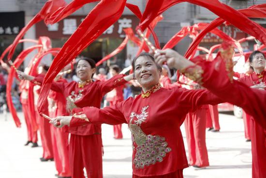 彩绸舞《中国歌最美》