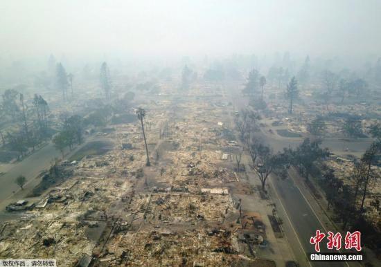 图为被山火烧毁地区。