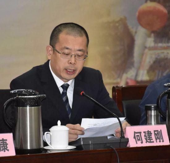 鑫鼎集团副董事长、长盛川湖北青砖茶第19代传人何建刚