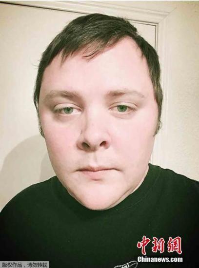 图为枪击案凶手戴文・凯利社交网络上的照片。