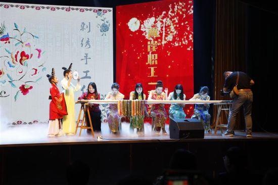 湖北 台湾/会打太极的机器人PK琴棋书画机械臂