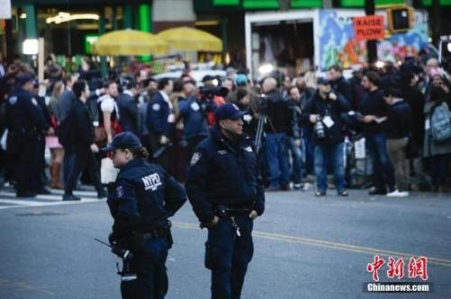 资料图:纽约警方执勤中。中新社记者 廖攀 摄