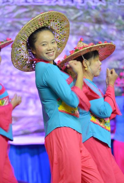 民俗歌舞《茶香中国》。吴毅 摄
