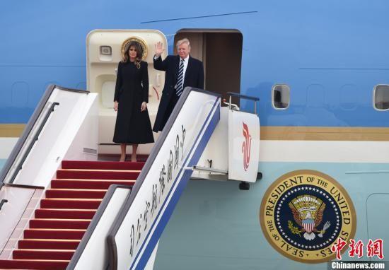 11月8日,美利坚合众国总统唐纳德・特朗普乘坐专机抵达北京,开始对中国进行国事访问。中新社记者 侯宇 摄