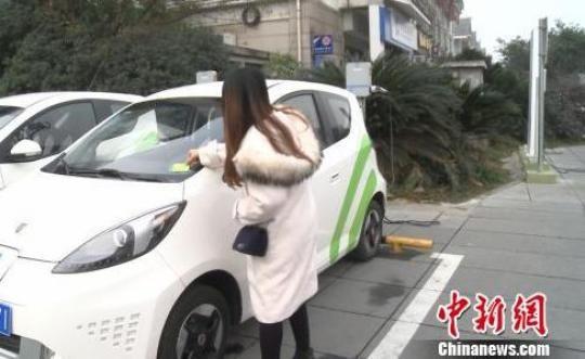 资料图:共享汽车逐渐进入人们的生活。