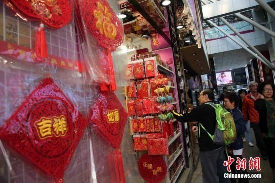 资料图:香港圣诞新年节日气氛浓。中新社记者 洪少葵 摄