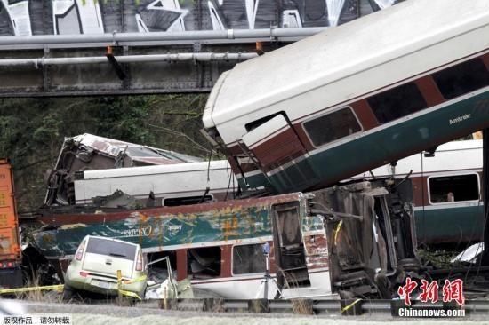 当地时间12月18日,美国全国铁路客运公司一列客车在华盛顿州塔科马以南脱轨,造成多人死伤。