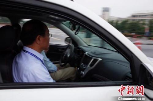 """资料图:实现""""无人驾驶""""的汽车。 王晓刚 摄"""