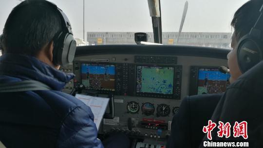 湖北省首条短途运输航线开通 钟欣 摄