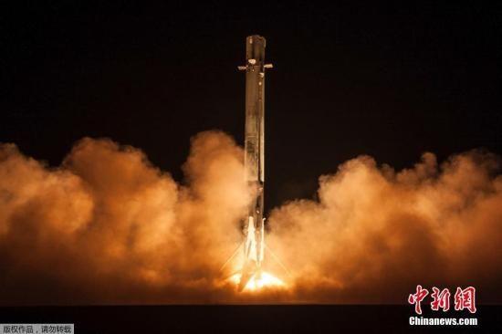 """当地时间1月7日,美国太空探索科技公司(SpaceX)发射一艘名为""""祖马""""(Zuma)的飞船,这艘飞船为美国政府所有,""""身份""""极为神秘,无论是其任务性质、属于政府哪个单位,至今仍然是一个谜。"""