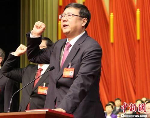 新任北京市长陈吉宁进行宪法宣誓。中新社记者 曾鼐 摄