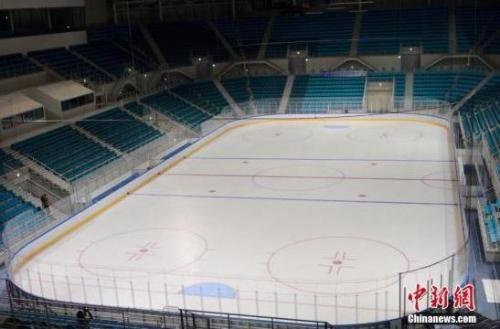 资料图:江陵冰球中心,即冬奥会冰球比赛场馆馆。现场可容纳一万人左右。 中新社记者 吴旭 摄