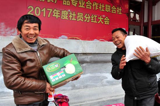 为什么平安彩票可以买:三峡坝区农民喜领新年礼_百万分红迎新春
