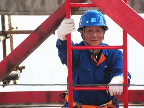 皇家彩票网投信誉平台:湖北省首席技师陈金国:30年如一日行走云端