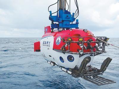 """""""深海勇士""""号在进行载人深潜试验。 张 素摄(人民视觉)"""