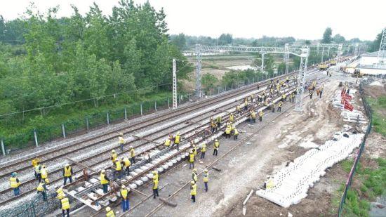 急速赛车彩票直播:蒙华铁路荆门北联络线道岔在焦柳线插铺完成