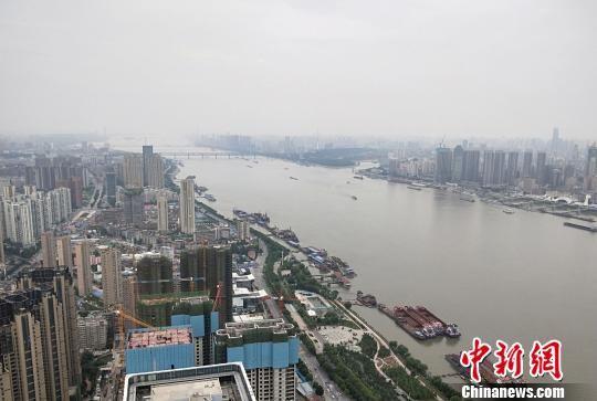 急速赛车彩票平台:武汉启动高校毕业生游览城市地标性建筑活动