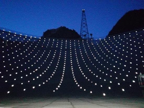 500米口径球面射电望远镜FAST反射面上的测量靶标。FAST摄影团队提供