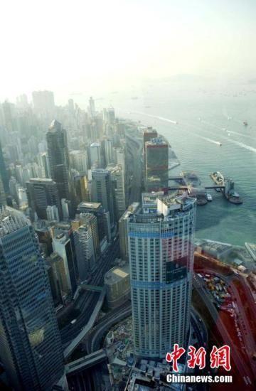 资料图:从香港中环高处拍摄的高楼大厦 中新社记者 洪少葵 摄