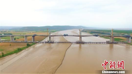 图为,合龙后的运宝黄河大桥 聂冬晗 摄