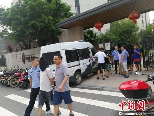 五峰、当阳警方联手抓获犯罪嫌疑人 邹建华 摄