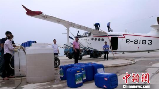 此次作业机型为荆门通用航空有限责任公司运五型飞机 李金成 摄