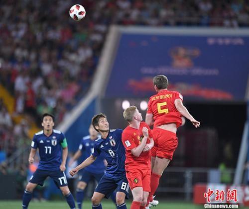 双方球员在比赛中。中新网记者 田博川 摄