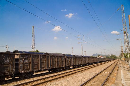 整装待发的出口铸铁管44302次列车