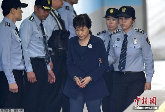 当地时间2017年5月25日,韩国首尔,韩国前总统朴槿惠被押送至首尔中央地方法院。