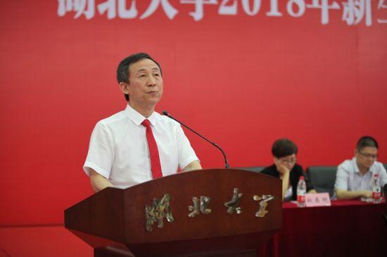 湖大党委书记尚钢为大一新生讲故事