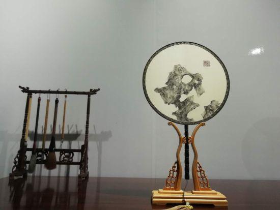 """""""摇香.引秋""""――彭静团扇作品展开展(图)"""