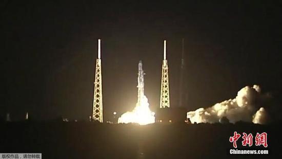 """资料图:6月29日,美国卡纳维拉尔角,美国太空探索技术公司(SpaceX)""""猎鹰9号""""运载火箭发射。"""