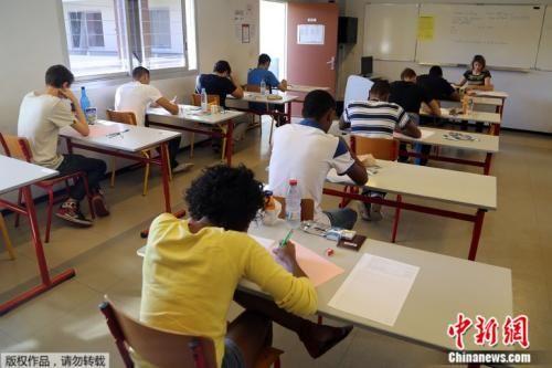 据Pisa调查测试,近40%贫困的法国学生学习有困难,这个比例在经合发组织中是34%。