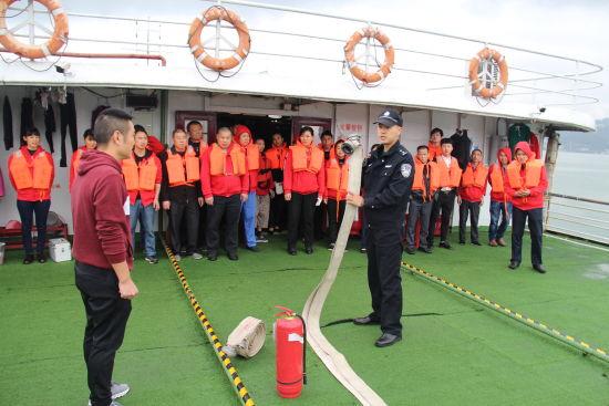 组织船员开展消防演习