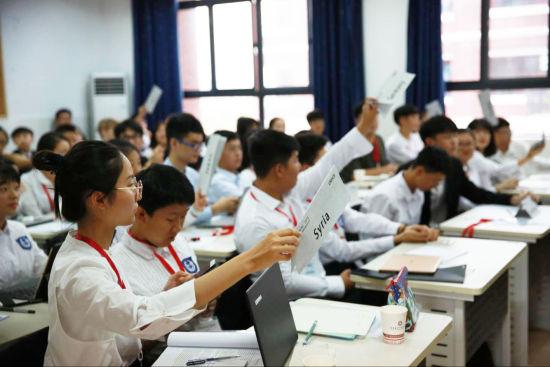 学生自主策划模拟联合国会议
