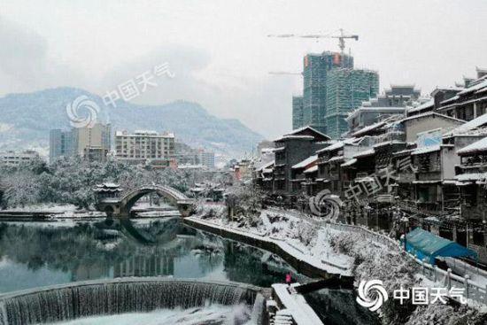 1月1日,雪后初霁的湘西州犹如一幅巨大的山水墨画。(张宇 摄)
