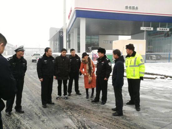 交警支队负责人到襄州城区调研、指导西湾路、天润路交通路口规划设置