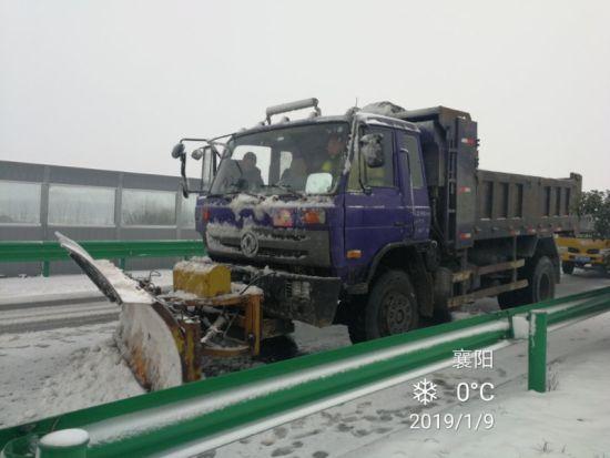 襄陽高速交管部門全力迎戰2019年首輪雨雪冰凍天氣