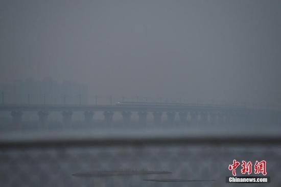 资料图:重度雾霾天气。 中新社记者 崔楠 摄