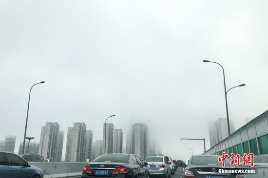 资料图:大雾天气。洪坚鹏 摄